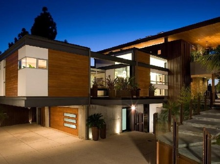 Stunning house on a hill with views of Lake Hollywood