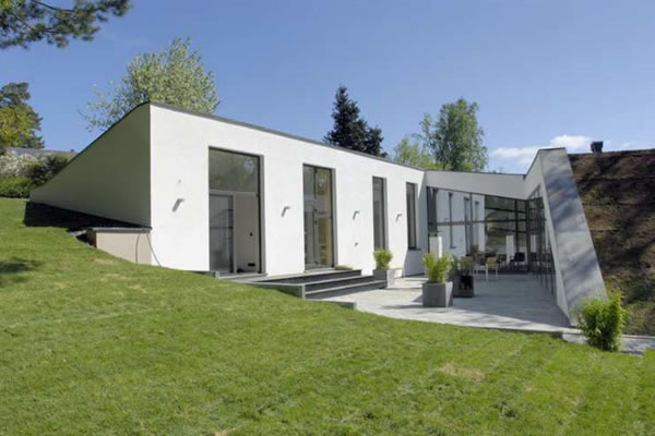 Eco-Friendly Villa Harmoniously Embraces The Landscape