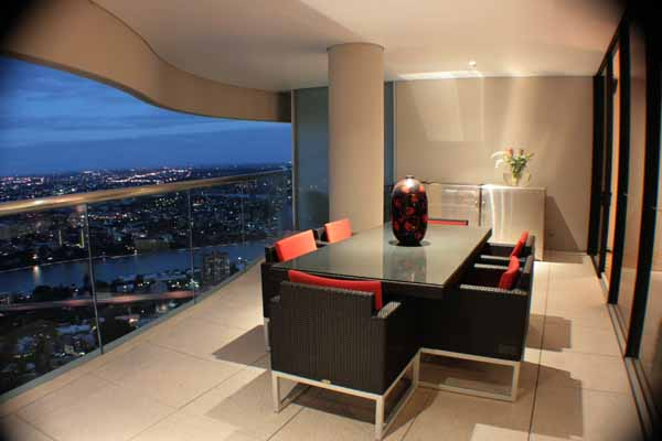 Luxury apartment with outstanding river and city views