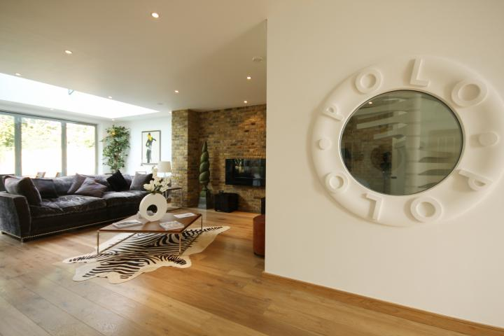 A blend of rustic and modern in the form of a sophisticated home near Hyde Park
