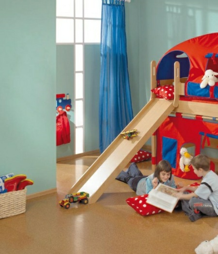 Funny-Play-beds-for-cool-kids-room-design-by-Paidi-14-554x645