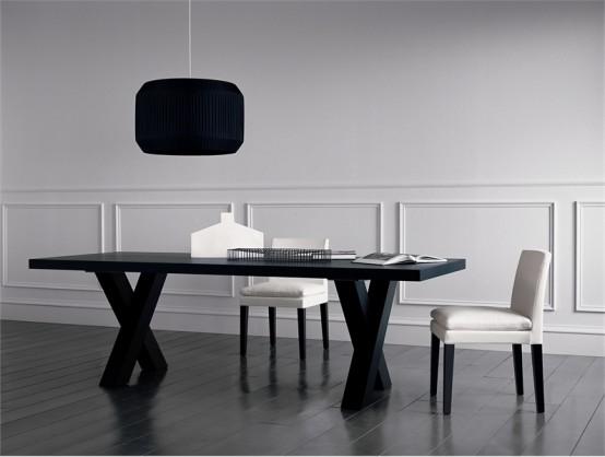 Black dining table andrea by casamilano for Black dining table
