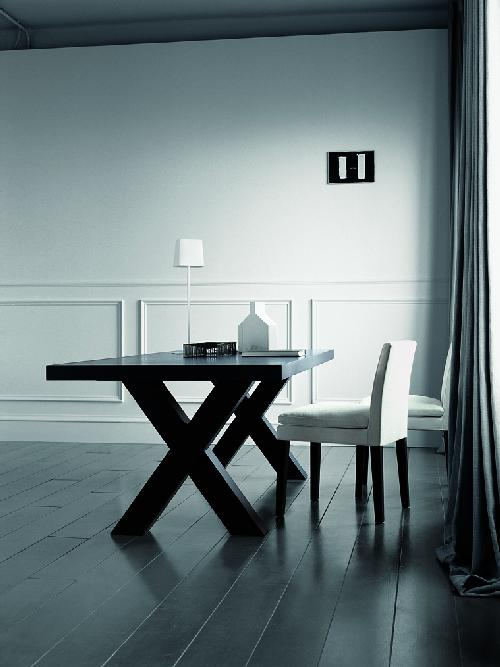 Elegant-Black-Dining-Table-Andrea-by-Casamilano-3