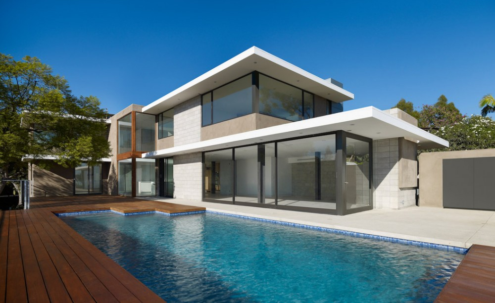 Contemporary l a house with a breezy design and subtle for Alarme piscine home beach