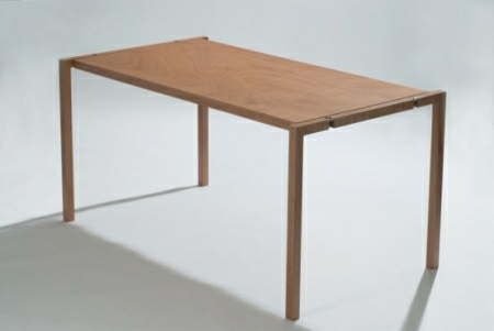 Very-Flat-Folding-Table-by-Lodovico-Bernaradi-2-554x371