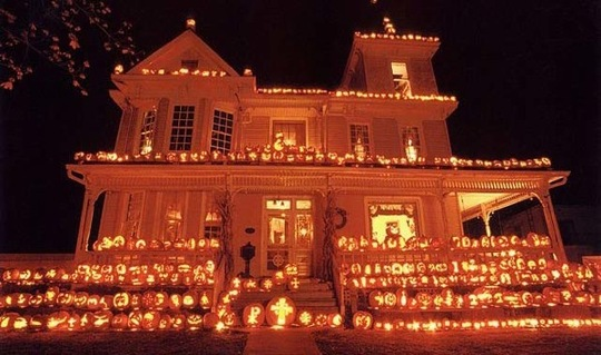 pumpkin solar_rect540 - Decorate House For Halloween