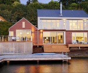 Beautiful House between Land and Water