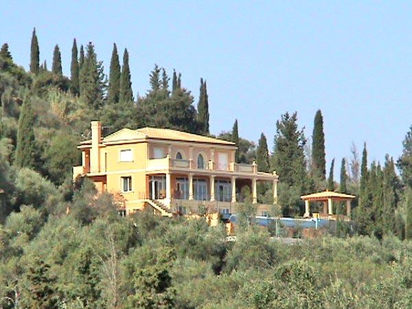 Luxury Pool Property in Corfu14
