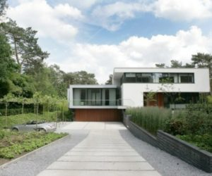 Spacious Mansion Embraces Nature In A Minimalist Way