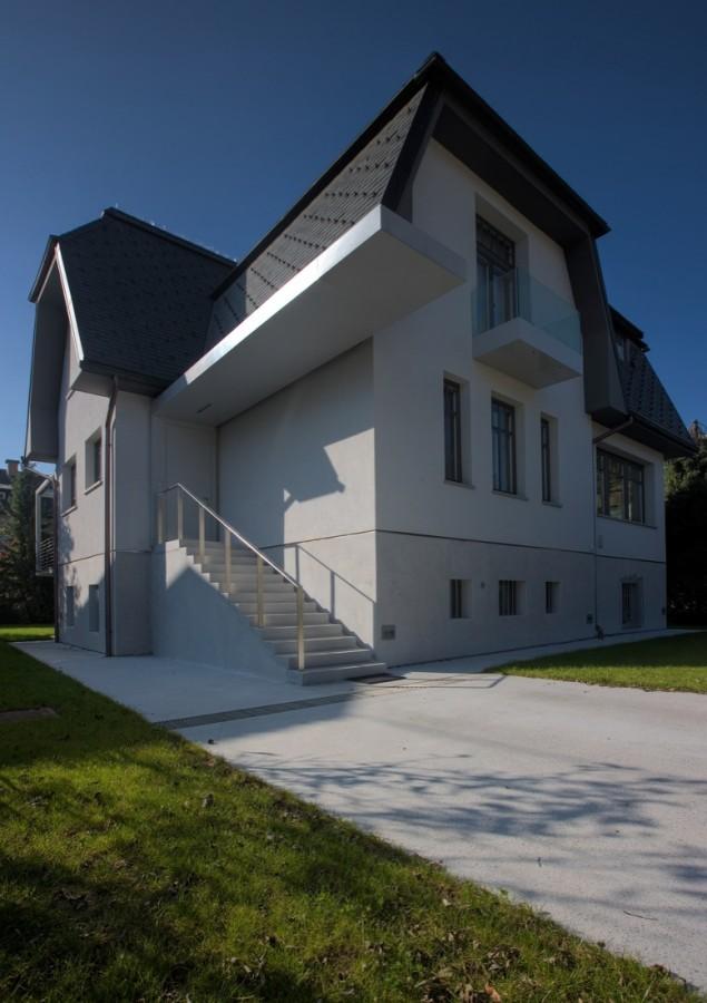 Renovation Of An Old Ljubljana Villa By Arhitektura Doo - A beautiful villa in ljubljana every minimalist will love