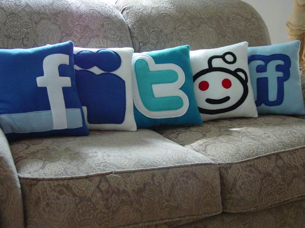 These Social Networking Pillows By Craftsquatch Feature The  Instantly Recognizable Icons From Twitter, Facebook, Reddit, MySpace, And  FriendFeed In Cushion ...