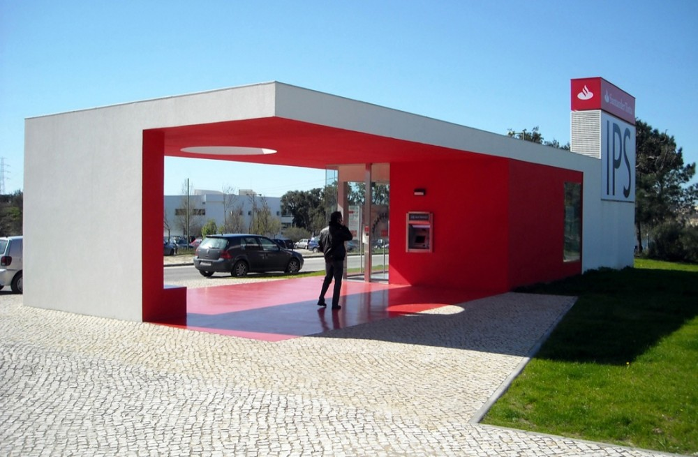 Santander-Totta University Bank Agency by LGLS Architects1