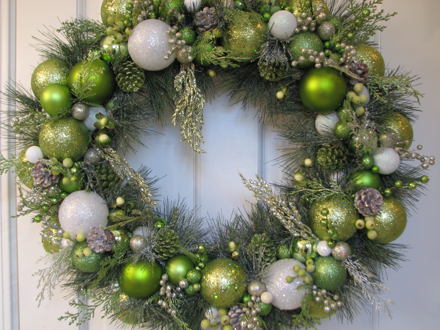 christmas wreath decorating ideas - Green Christmas Decorations