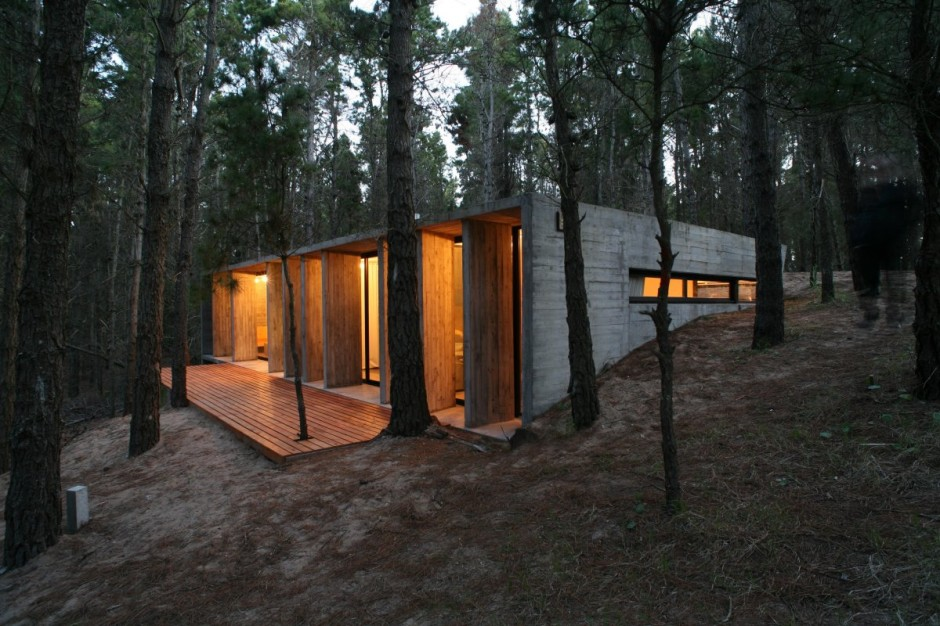 BAK Architects construct Concrete house in Mar Azul Forest21