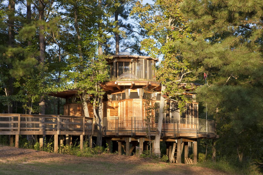 Camp Twin Lakes Treehouse by Lord, Aeck & Sargent1