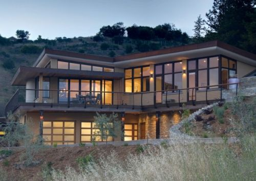 three-level-house-for-a-three-family-generations-2-554x391