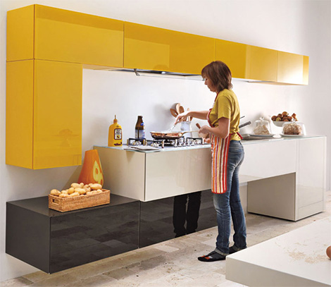 Lago admires the brighter color options for the modern kitchen for Cocinas bonitas