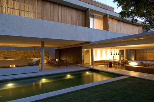 House 6 from Marcio Kogan with a Covered External Space