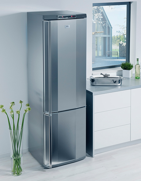 new refrigerator freezer combos from aeg. Black Bedroom Furniture Sets. Home Design Ideas
