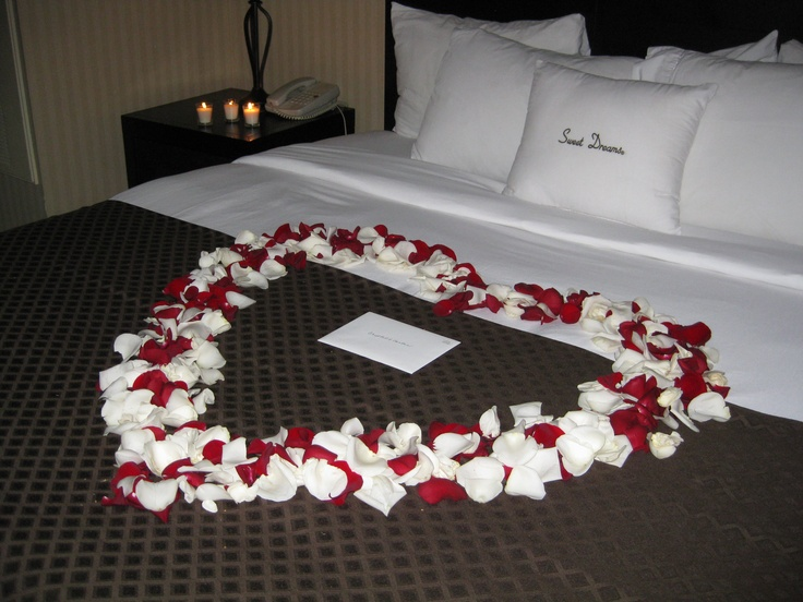 How you can make your bedroom look and feel romantic for Bed decoration anniversary