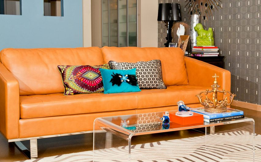How to decorate with throw pillows for How to decorate couch with pillows