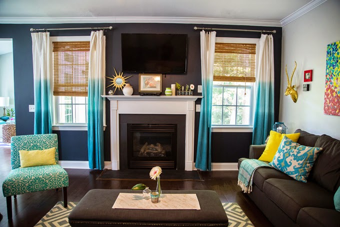 How to decorate your living room with turquoise accents for Turquoise and white living room ideas