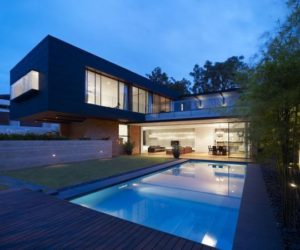 Contemporary house in Singapore by Ong & Ong Architects