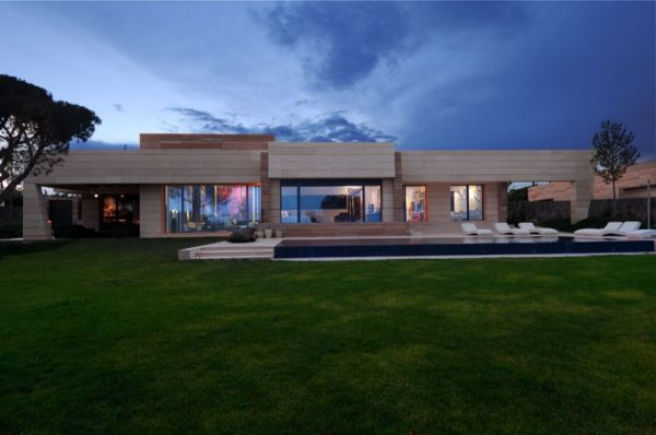 Another Luxury Home From A Cero Architects