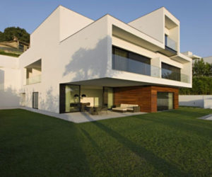 Contemporary house in Portugal