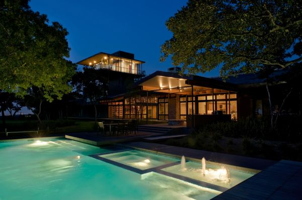Amazing contemporary house on cedar hill by cunningham for Big amazing houses