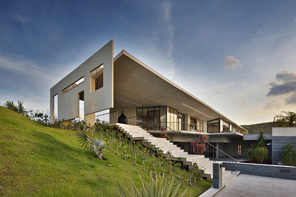 Exotic Brazilian house designed by Humberto Hermeto