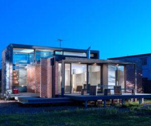 Striking beach house in Edwards point, Australia