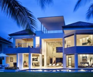 Modern Beach House Brings The Outdoors In Through Huge Windows