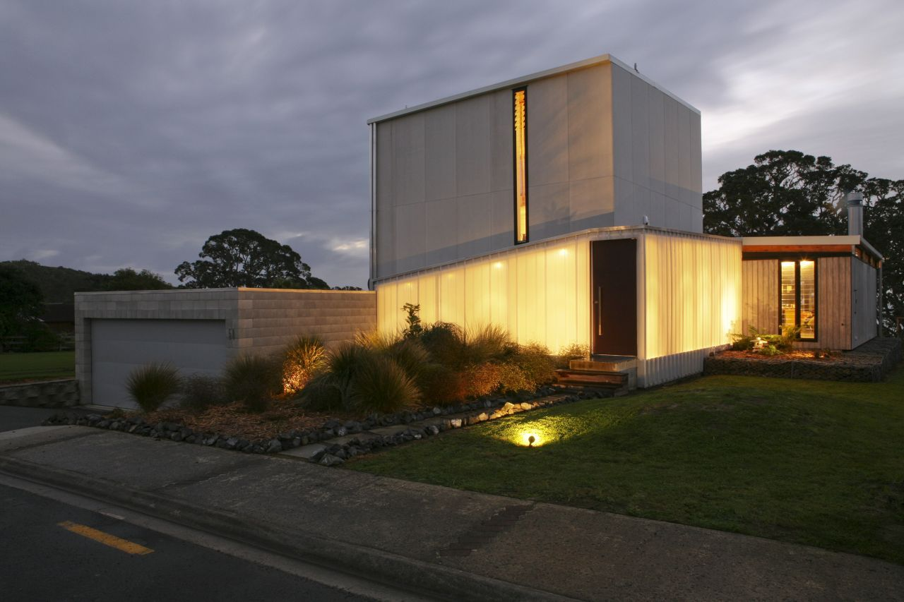 Striking Beach House In New Zealand - Spend-hot-summers-and-views-in-a-beach-house-designed-by-parsonson-architects