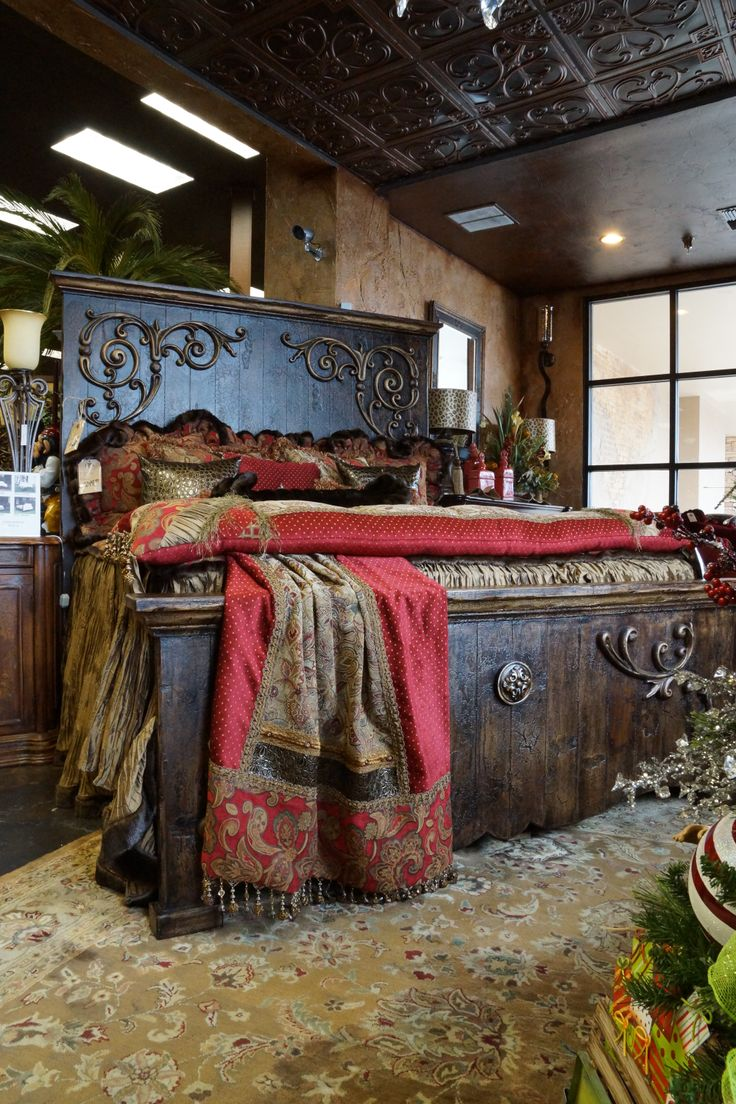 How to decorate your home using the old world style for Old world style beds
