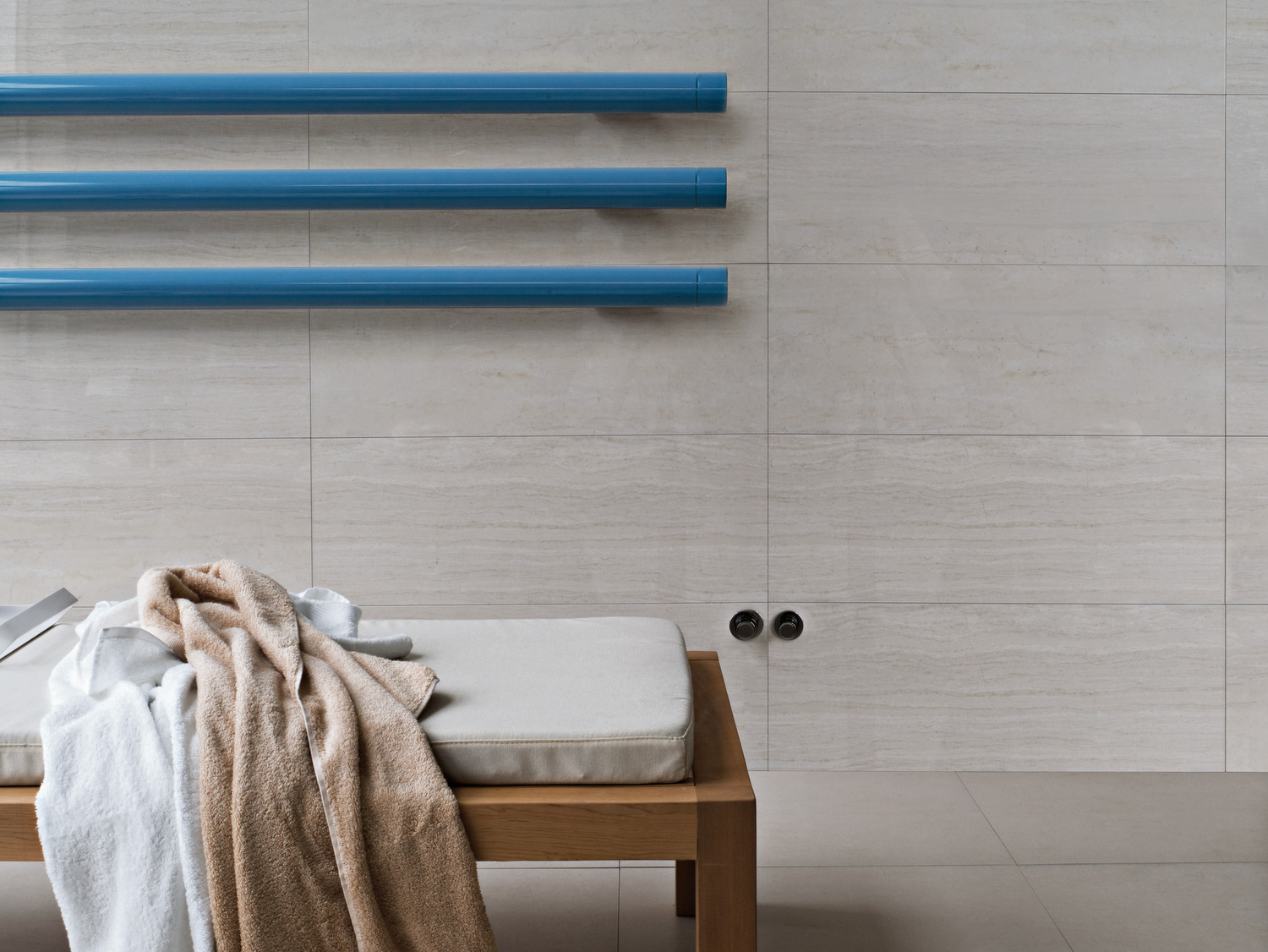horizontal-wall-mounted-decorative-radiator1