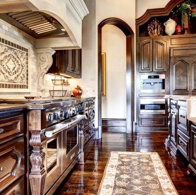 How to decorate your home using the old world style for Old world style kitchen