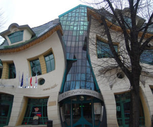 Upside Down House By Hutchison U0026 Maul Architecture · 15 Unusual Buildings  Around The World Pictures