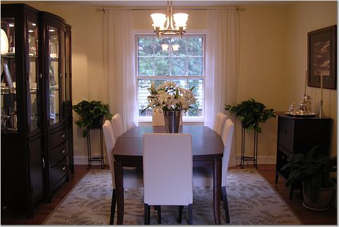 How to Choose the Perfect Area Rug for your Dining Room