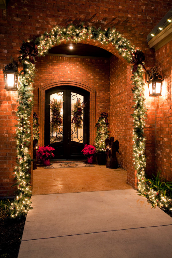 view in gallery - How To Decorate Your House With Christmas Lights