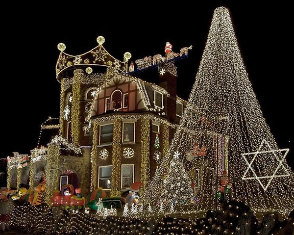 View in gallery - Awesome Outdoor Christmas Lights House Decorating