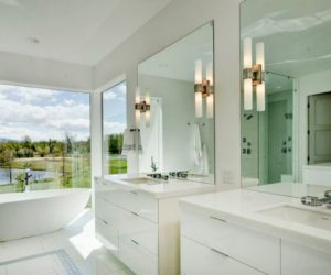 How to Decorate Large Bathroom Spaces