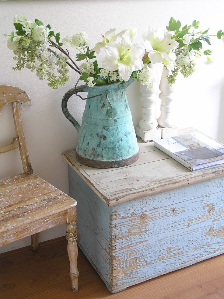 How To Decorate With Vintage Accents
