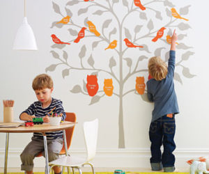 How to Decorate the Kids Room with a Family Tree