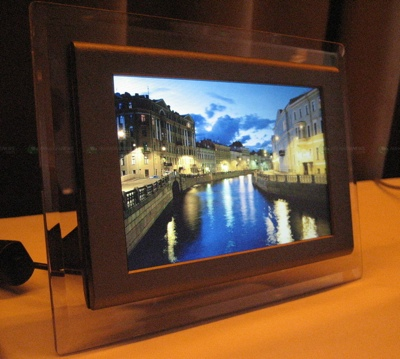 view in gallery - Electronic Picture Frames
