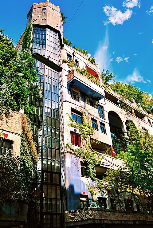 Green Architecture In Vienna Austria Hundertwasserhaus