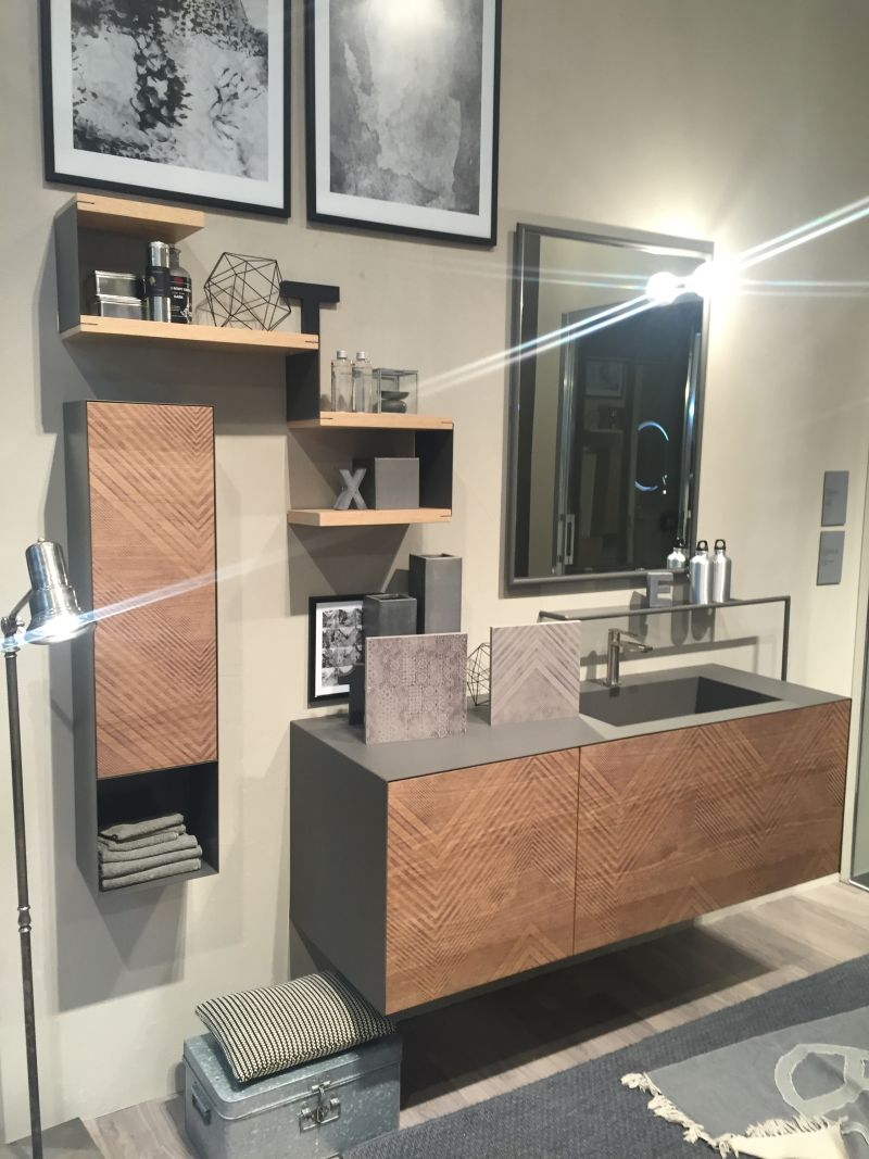 Wood bathroom shelves with a modern touch