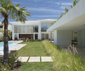 The L-Shaped House In Barra da Tijuca by Progetto