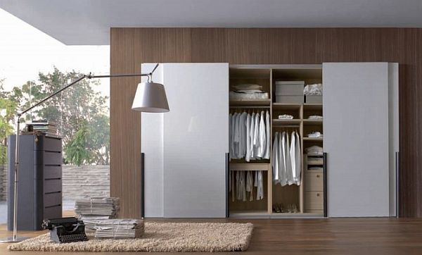 https://cdn.homedit.com/wp-content/uploads/2011/02/white-wardrobe-665x401.jpg