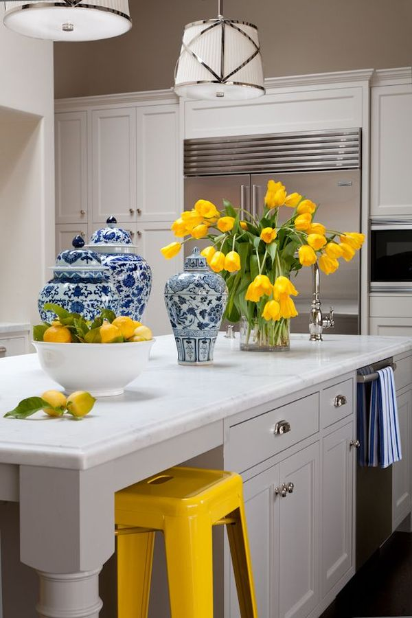 How to decorate the kitchen using yellow accents for Blue and yellow kitchen decorating ideas
